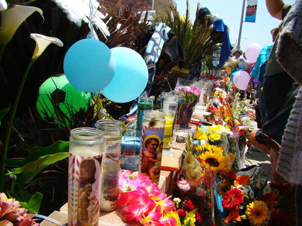 Junior Seau's house is filled with flowers, candles, balloons, pictures and everything you can imagine in respect for this man.