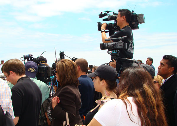 News reporters and fans flock to the scene of Junior Seau's death.